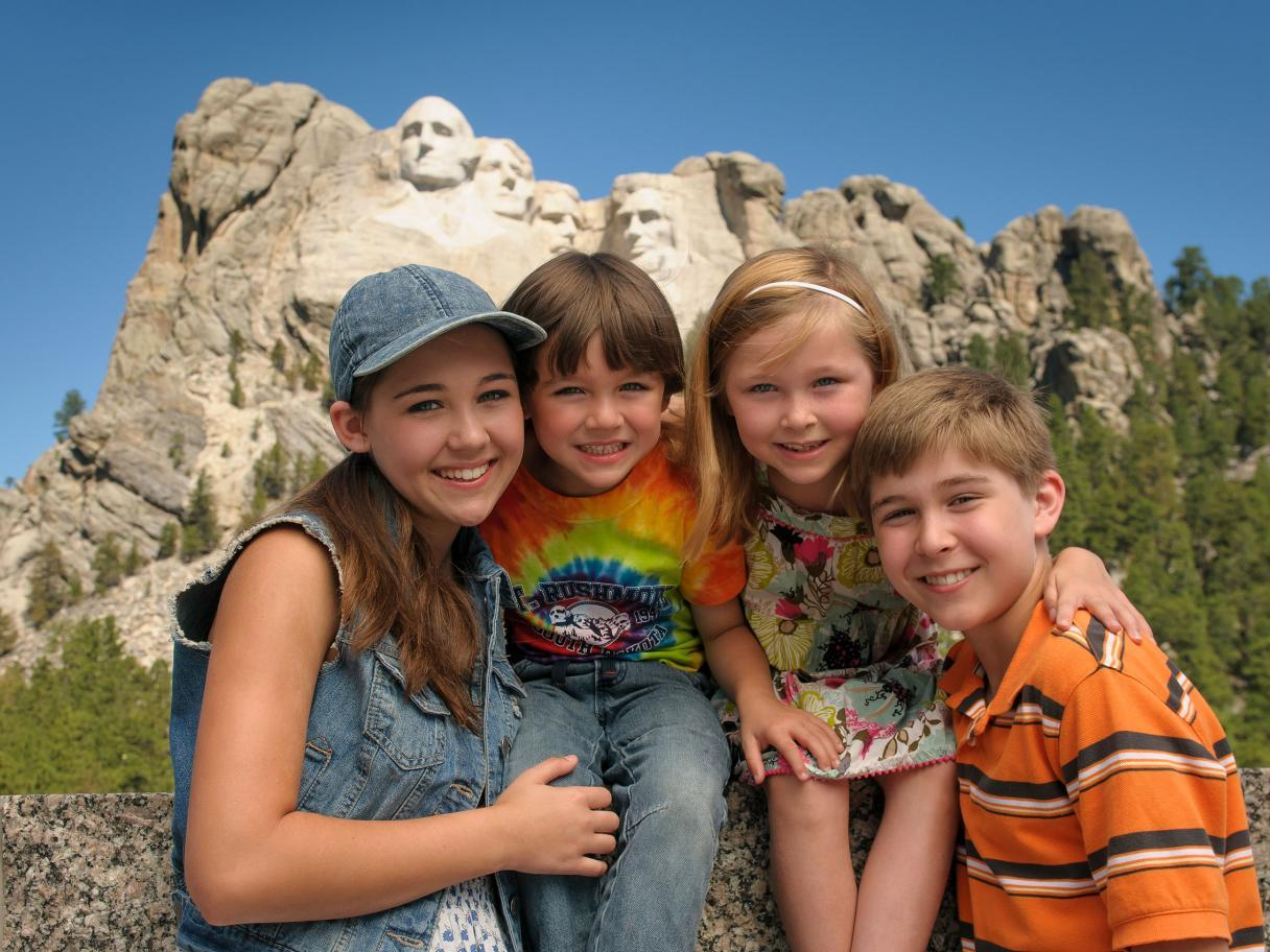 Kids in front of Mount Rushmore