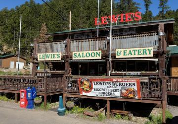 Lewie's Saloon and Eatery, Lead