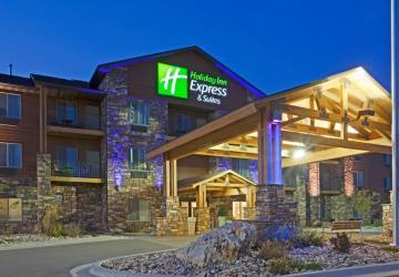 Holiday Inn Express Custer Night