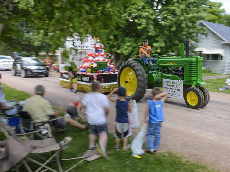 Tractor pulling a float at Czech days