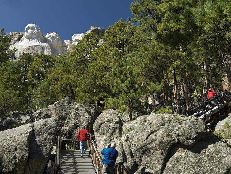 Presidential trail to Mount Rushmore