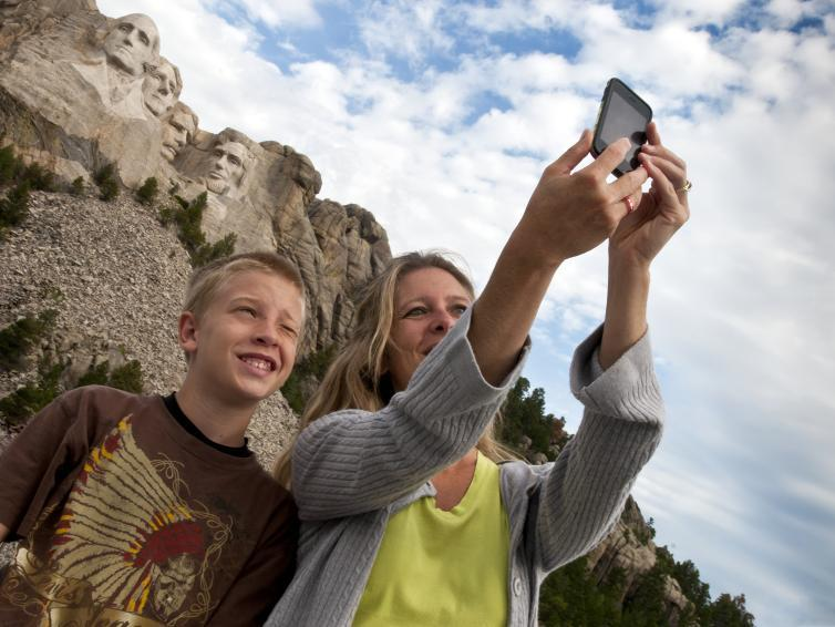 Photos in front of Mount Rushmore