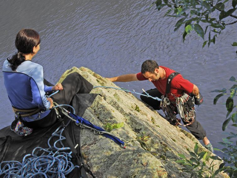 Rock climbing in Palisades State Park