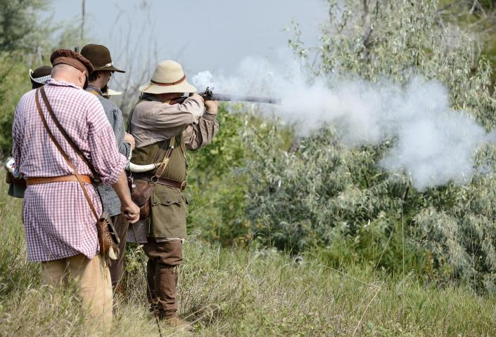 Hugh Glass Rendezvous, shooting a rifle