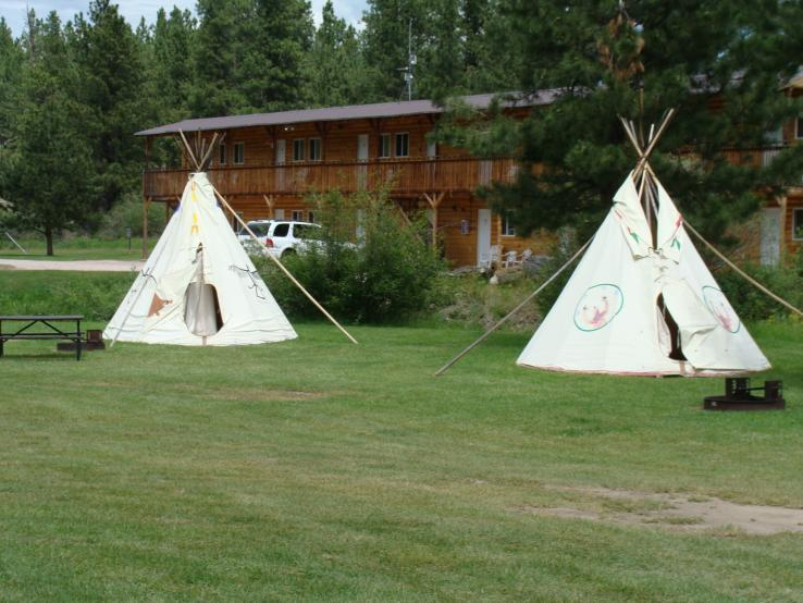 Crooked Creek Resort Tipi's