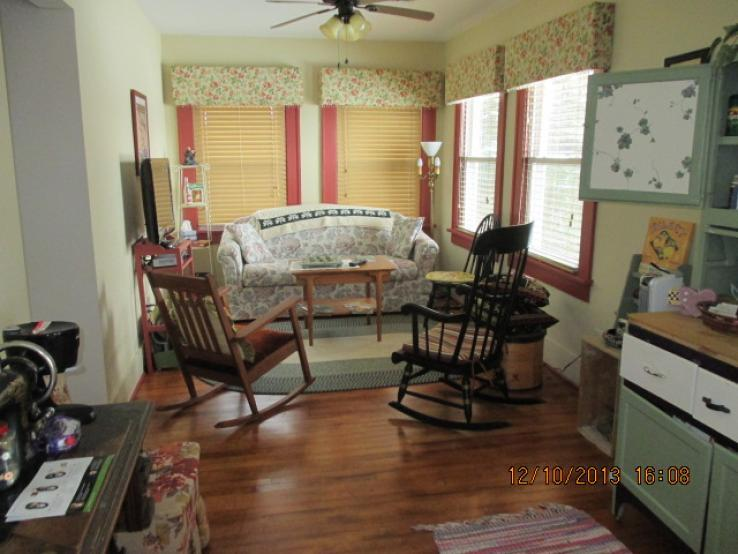 Molly's Manor Sunroom